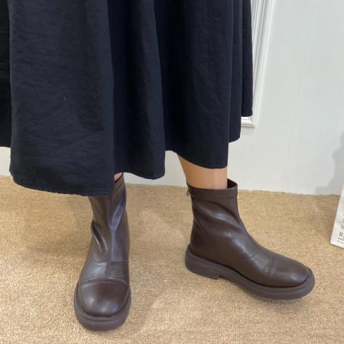 ストレートチップショートブーツ バックジップ ラウンドトゥ ローヒール 合皮 革 秋冬 防寒 黒 ブラック 茶 ブラウン 履きやすい 大人かわいい 韓国