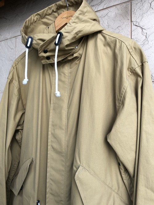 "「BRACKETS」  ""Ventile"" fabric fishtail parka bronze color"