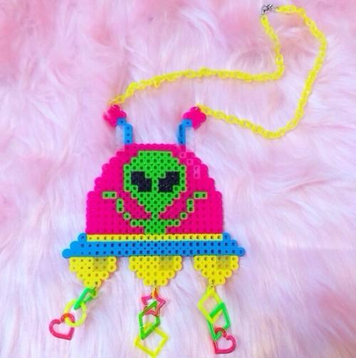 UFOに乗った宇宙人 原宿カラー