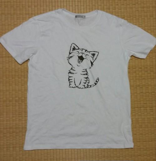 猫イラスト入りTシャツ