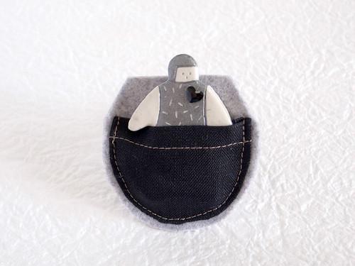 ポケット in オヨヨちゃんブローチ(コズミックハート)