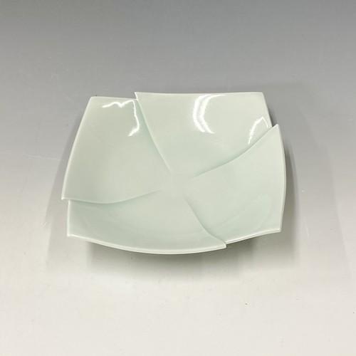 【中尾純】青白磁彫角皿(十字)