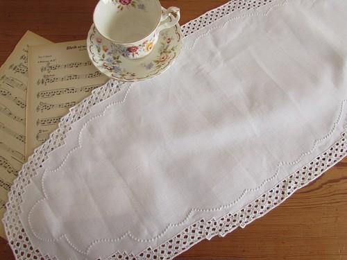 【しろのみずたま】白糸のドット刺繍入り オーバル型テーブルマット テーブルセンター /ヴィンテージ・フランス