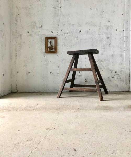 濃い木味の飾り台[古家具]