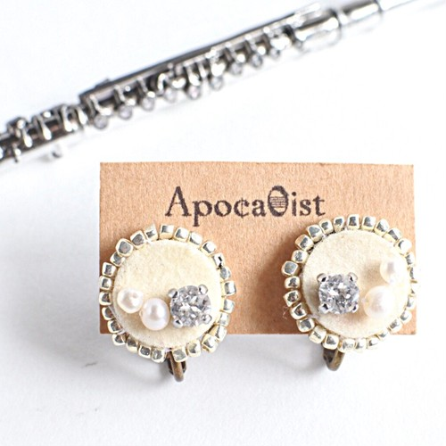 フルートのキーパッドのビジューイヤリング (CHP : S) Flute key pads  earrings with pearls and Swarovski (S)