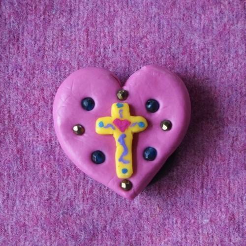 magnet:heart cross