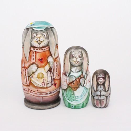 コブロフ工房 木彫りマトリョーシカ3個型 (バラライカ・オレンジ)
