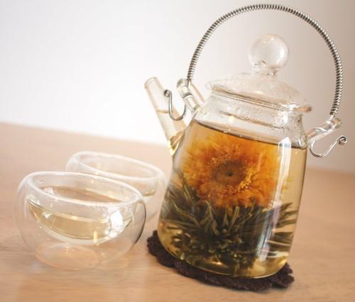 【中国茶・工芸茶セット】③ カーネーション入り、2ランクの工芸茶8粒、茶器3点つきセット 5/13母の日にお届け