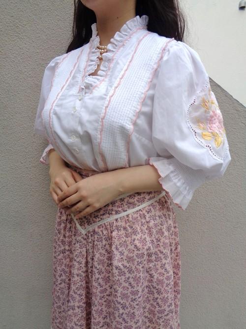 White blouse/ホワイトブラウス