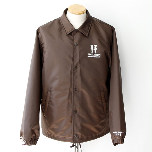 【Mark Gonzales】INVITATION COACH JACKET (BROWN)