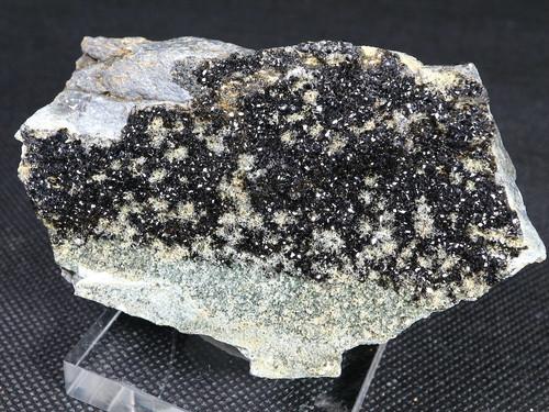 メラナイト トパゾライト ガーネット 灰鉄柘榴石 原石 190,5g AND028 鉱物 標本 原石 天然石