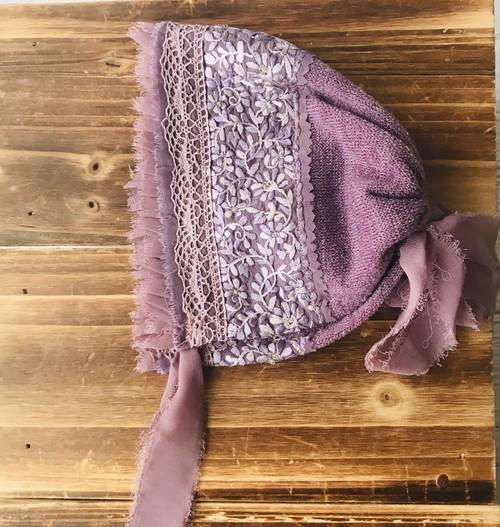 シルク刺繍のパープルボンネット