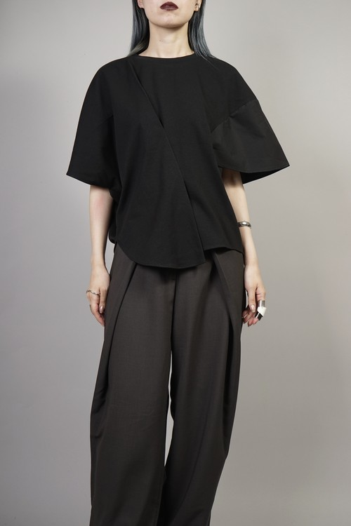 ASYM MIX MATERIAL SWITCHING TOPS (BLACK)  2106-72-64