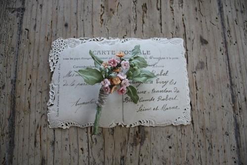 ヤブカラシの布花ブローチ