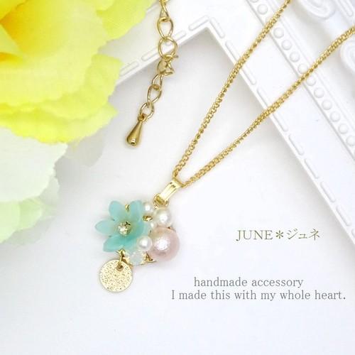 ミントカラー花*roundプレートのネックレス