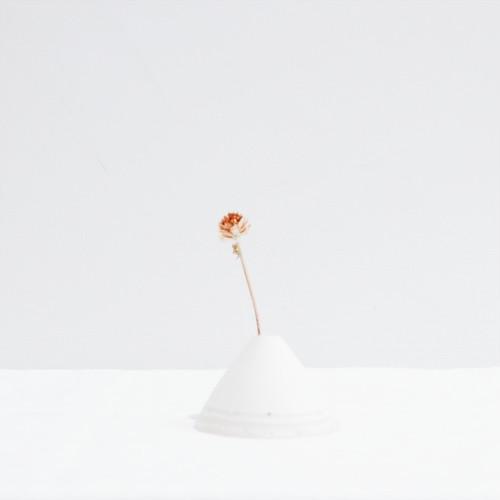 花入れ 三角 白×白荒土