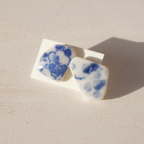 陶器のかけらのピアス(花びら)