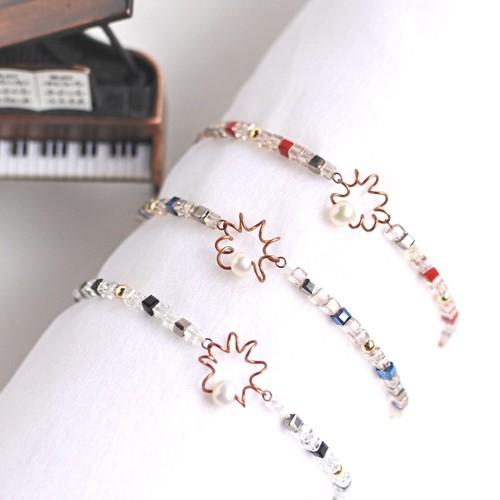"""アンティークなピアノ弦とパール、キューブクリスタルビーズのブレスレット """"ワルツ"""" Piano strings with pearl and cubebeads bracelet """"Waltz"""