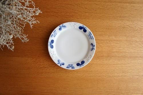 砥部焼/5寸リム付皿(蝶)/皐月窯
