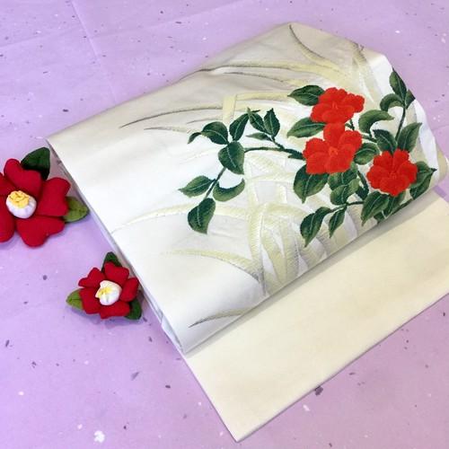 赤い花模様の織り出し 名古屋帯