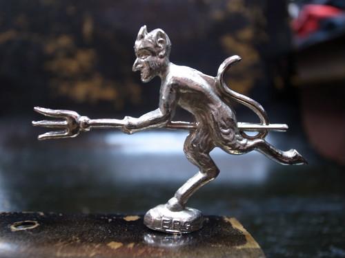 小型デビル オーナメント フェンダー DEVIL エンブレム チョッパー ホットロッド ナックルヘッド パンヘッド ショベルヘッド アイアン