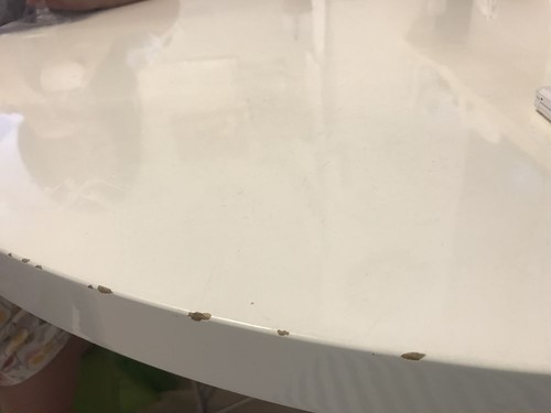 ダイニングテーブルのキズ