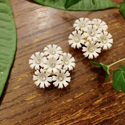 """ Coro Magic [コロ マジック] "" 60's NY買い付け 可憐な白い花束のような磁石留めヴィンテージイヤリング    [EV-21]"