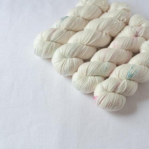 背中のえくぼ (Merino Silk Lace)