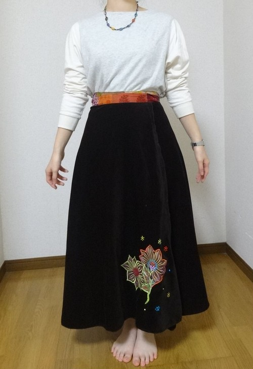 EMS-017BR ベルベット刺繍×シルク巻きスカート 茶色
