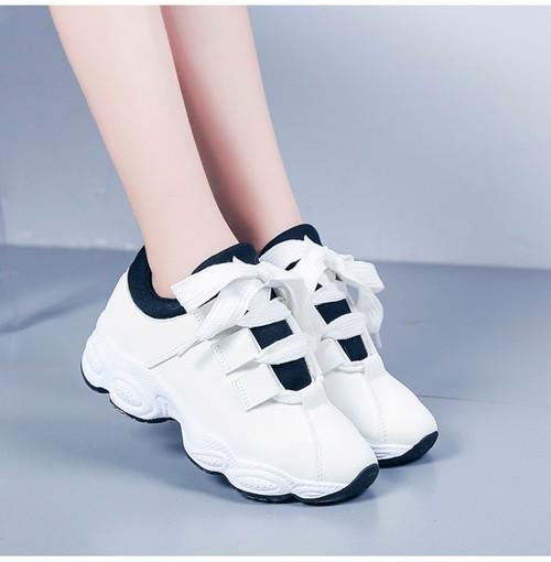 「シューズ」合わせやすいカジュアル韓国風ファッションスニーカー
