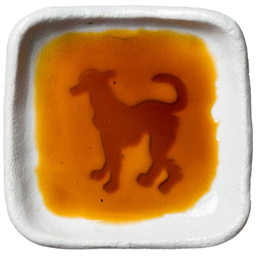 イタリアン・グレーハウンドのシルエットが浮かぶお醤油小皿(四角)