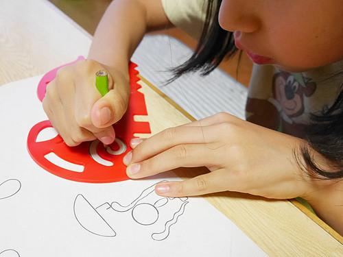 【3歳からのおもちゃ】 おえかき定規4枚セット 創造力を養います!