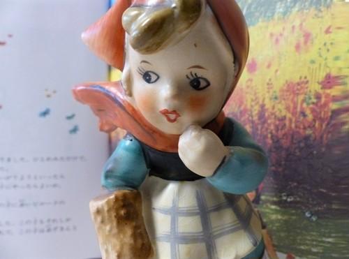 あらまぁ!の赤ずきん(陶器・人形・ドイツ)