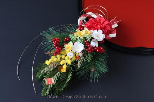 2021年☆お正月飾り★赤いダリアとミモザの迎春スワッグ:B お正月飾り モダンしめ縄 しめ飾り