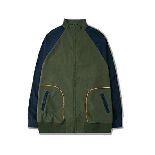 メンズハイネックジャケット。フルジップタイプ配色がおしゃれ