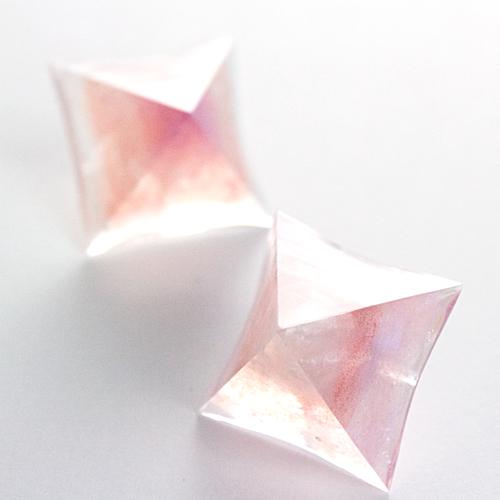 ピラミッドピアス(ピンク)