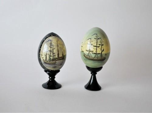 ラッカーミニアチュール 帆船画 エッグ型置物台つき