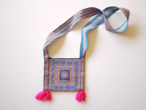 古いモン族刺繍  花モン族 刺繍バッグ 水色 ベトナム サパ