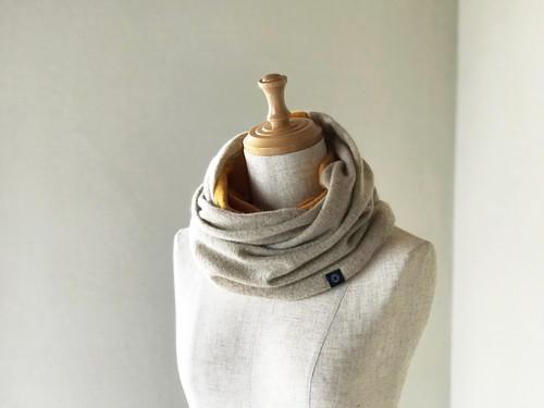 温度を纏う 純カシミヤのふわふわリバーシブルねじりスヌード  Beige/Musterd