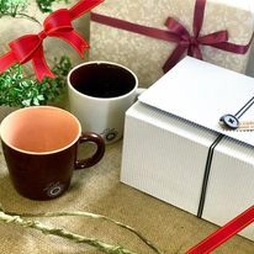 【ギフト】マグカップ2個(白と茶1個ずつ)とDip Style coffee