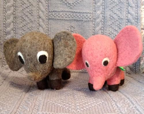 ケニアのぬいぐるみ ゾウ Mサイズ 2種類
