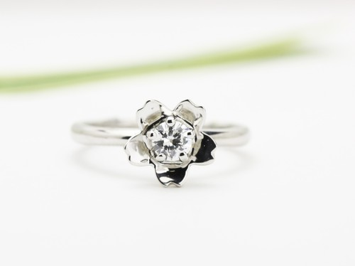 「万葉桜」より婚約指輪「嵐山」