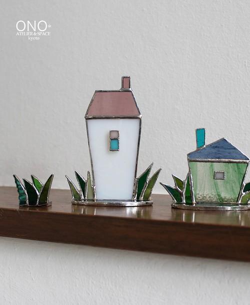 岩田けいこ*ステンドグラス 草付きハウス