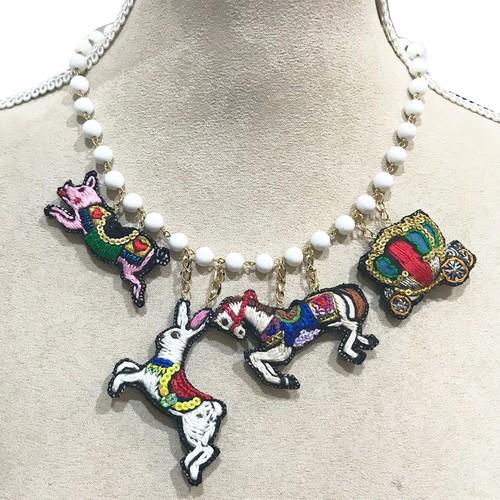 刺繍ネックレス Merry-go-round