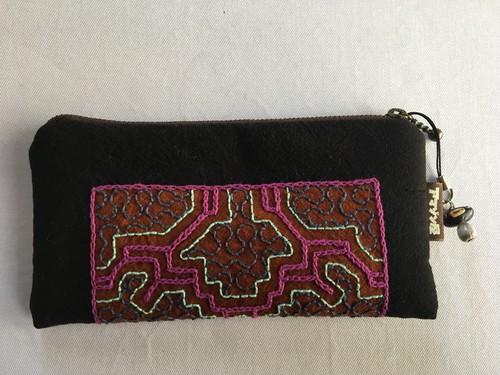 アマゾンの泥染め刺繍 ミニポーチ002 ピンク