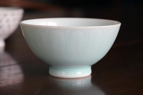 青白磁陽刻文 飯碗 作:松尾重利・凌山窯
