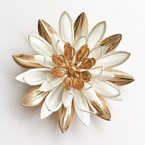 """Sarah Coventry"" Water Lily brooch[b-199]"