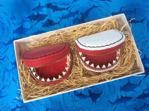 JAWS歯の付いた小銭入れ・赤&白2個セット・プレゼント・お祝いに♪