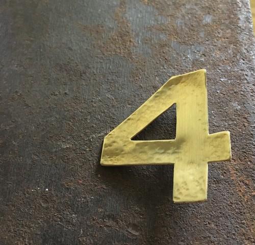 真鍮ブローチ 数字の4