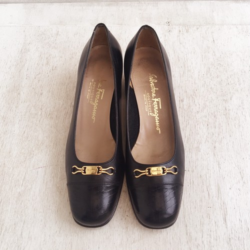 Ferragamo logo plate shoes